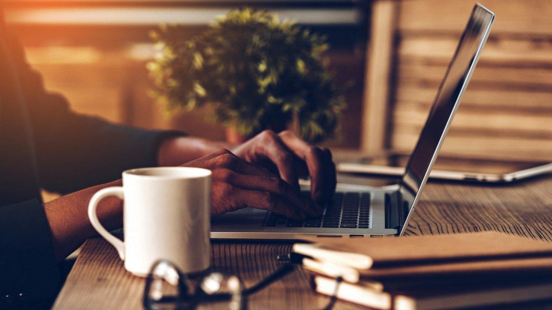 красивая картинка ноутбук и кофе это